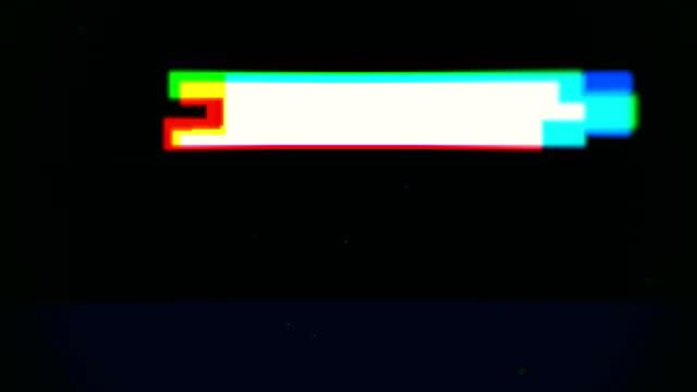 vídeos y material grabado en eventos de stock de bucle de animación de error de señal digital de fallo de datos - pixelado