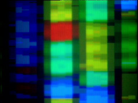 stockvideo's en b-roll-footage met dna data scrolling across and down screen - scrollen