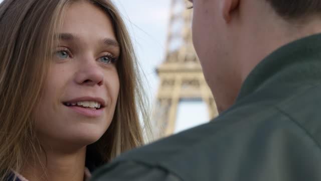 vídeos de stock e filmes b-roll de date in paris - casamento