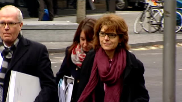 date set for chris huhne speeding trial england london southwark crown court photography*** vicky pryce arriving at court with others - ビッキー・プライス点の映像素材/bロール