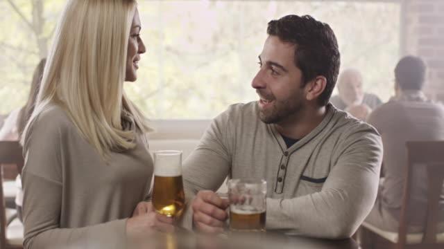Dating in einem Pub