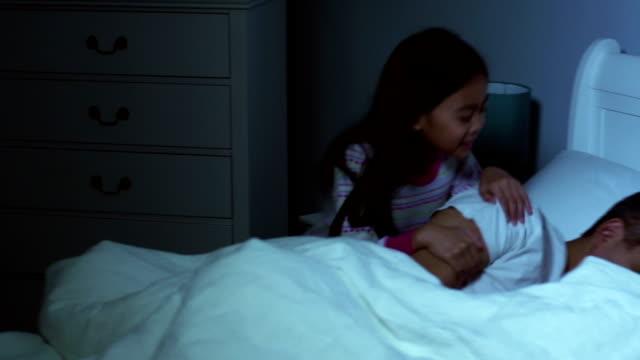 Vater Tochter Aufwachen