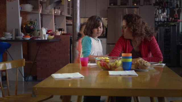 ms daughters (6-9) cleaning table after breakfast, mother sitting / jersey city, new jersey, usa - haarzopf stock-videos und b-roll-filmmaterial