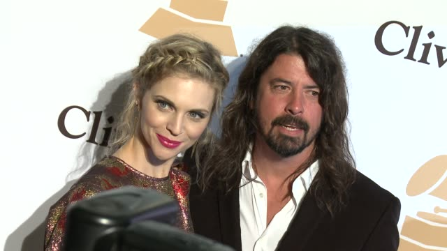 stockvideo's en b-roll-footage met dave grohl at the 2016 pregrammy gala and salute to industry icons honoring irving azoff at the beverly hilton hotel on february 14 2016 in beverly... - irving azoff