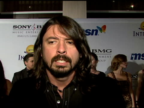 vídeos de stock, filmes e b-roll de dave grohl on what clive davis means to music at the clive davis 2008 pregrammy awards party at null in beverly hills california on february 9 2008 - 2008