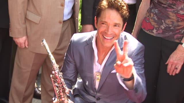 dave koz gets star on the hollywood walk of fame, hollywood, ca, united states, 09/22/09 - バリー・マニロウ点の映像素材/bロール