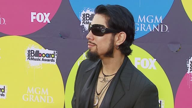 dave navarro at the 2006 billboard music awards at the mgm grand hotel in las vegas nevada on december 4 2006 - mgm grand las vegas stock videos & royalty-free footage