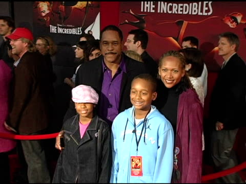 dave winfield and family at the 'the incredibles' premiere at the el capitan theatre in hollywood, california on october 25, 2004. - el capitan theatre stock videos & royalty-free footage