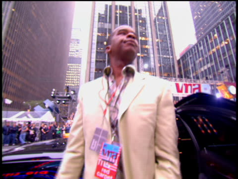 david alan grier is attending the 2002 mtv video music awards red carpet. - 2002 stock videos & royalty-free footage
