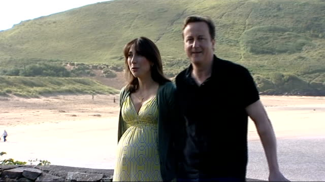 stockvideo's en b-roll-footage met david and samantha cameron have baby girl lib cornwall daymer bay ext david cameron mp and heavily pregnant wife samantha cameron posing for... - mp