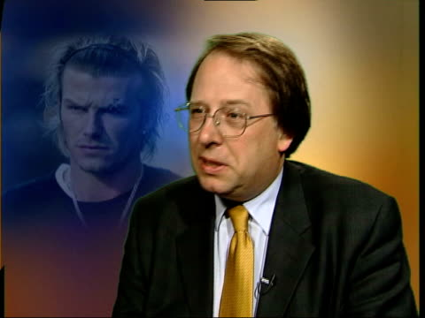 michael crick interviewed sot you don't get the wrong side of alex ferguson if they annoy ferguson they're out the door - biographie stock-videos und b-roll-filmmaterial