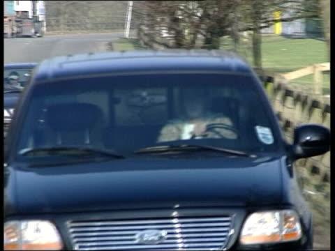 catherine jacob england manchester footballer david beckham along in car - biographie stock-videos und b-roll-filmmaterial