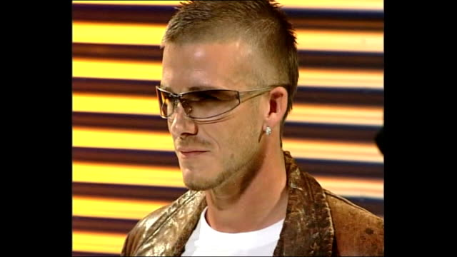 david beckham leads la galaxy to 2011 mls championship 822002 london hammersmith photography ** david beckham modelling police sunglasses at... - 2002 bildbanksvideor och videomaterial från bakom kulisserna