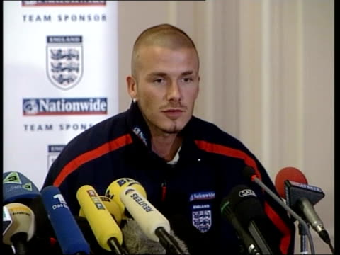 david beckham press conference sot i think i'll be fit after running today i felt very good t30080111 - 2001 stock videos & royalty-free footage