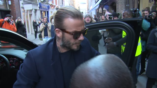 stockvideo's en b-roll-footage met david beckham romeo beckham at london fashion week menswear ss18 kent curwen celebrity sightings at 17 floral street on january 07 2018 in london... - kent engeland