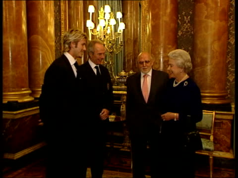 david beckham transfer speculation lib tx /peter wilkinson pool david beckham and england coach sven goran eriksson meeting queen - 2002 bildbanksvideor och videomaterial från bakom kulisserna
