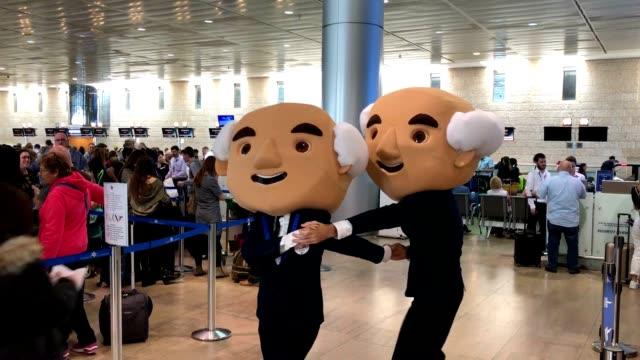 david ben-gurion characters dance the tango at ben-gurion international airport. - イスラエル点の映像素材/bロール