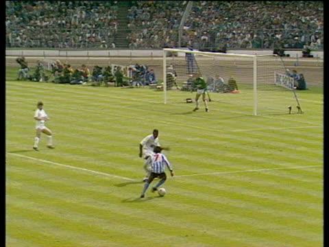 David Bennett bends cross into back post where Keith Houchen meets ball with diving header scoring equaliser Coventry City vs Tottenham Hotspur 1987...