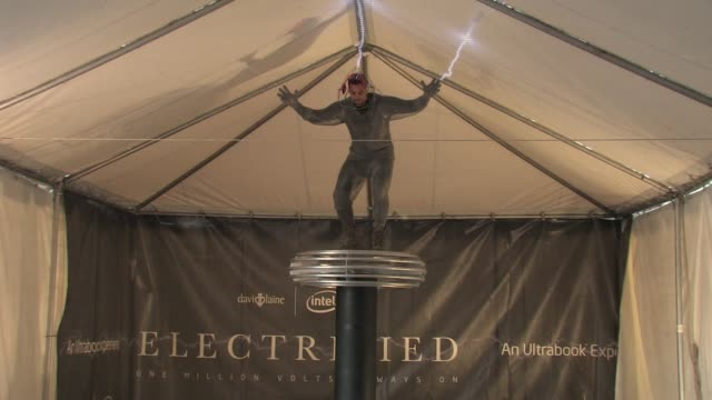 david blaine press conference before 'electrified' at pier 54 on october 02 2012 in new york new york - 手品師点の映像素材/bロール