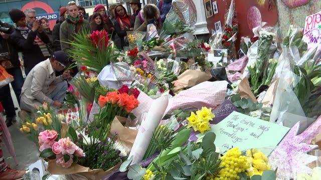 makeshift memorial at the ritzy in brixton; england: london: brixton: picture source: itn itv news rushes log: general views of people laying flowers... - ランベス点の映像素材/bロール
