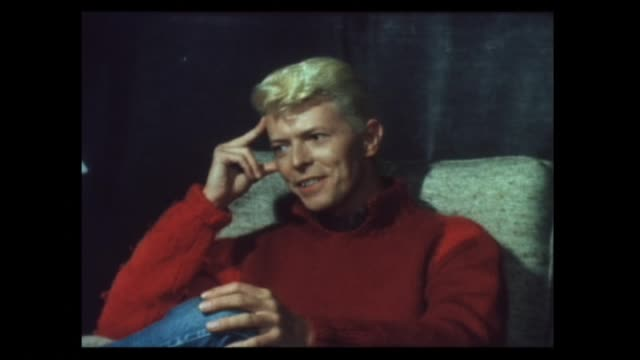 stockvideo's en b-roll-footage met david bowie interviewed in 1983 about intended release of farewell ziggy stardust film and that his son duncan jones prefers the music of madness and... - david bowie