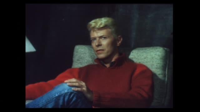 vídeos y material grabado en eventos de stock de david bowie interviewed in 1983 about recording the let's dance album and being coy regarding what he intends to do next - entrevista grabación