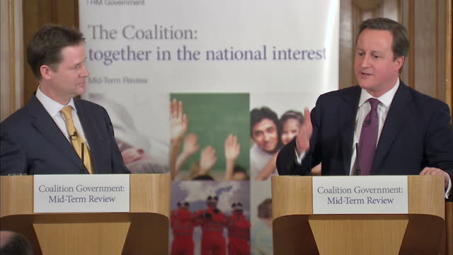 vídeos de stock, filmes e b-roll de david cameron and nick clegg have set out the coalition's priorities for the next two years in a joint news conference to mark the halfway point... - david cameron político