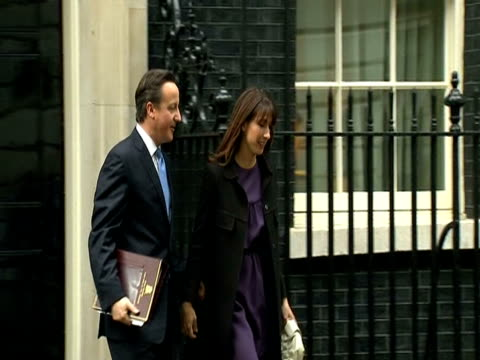 vídeos de stock, filmes e b-roll de david cameron and wife samantha leaving no10 downing st - david cameron político