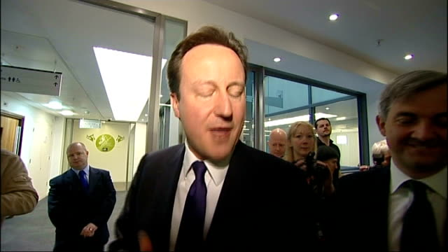 david cameron at department of energy; **flashlight photography throughout** england: london: department of energy: int david cameron mp and chris... - prime minister点の映像素材/bロール