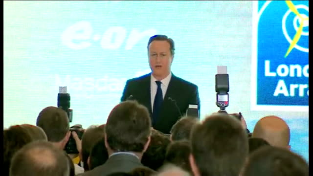 vídeos de stock e filmes b-roll de david cameron at official opening of the london array offshore wind farm england kent ramsgate thames array david cameron mp interview sot / general... - ramsgate