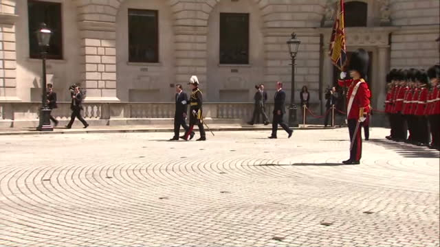 david cameron british prime minister and chinese premier li keqiang inspect honour guard formed by the coldstream guards at the hm treasury building... - ehre stock-videos und b-roll-filmmaterial