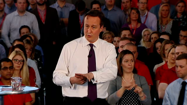 stockvideo's en b-roll-footage met david cameron holds pm direct event in newbury cameron answering questions sot - newbury engeland