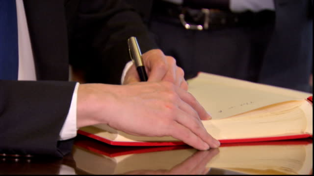 david cameron meets auschwitz survivor and signs book of commitment david cameron along to sign book of commitment and cameron signing gvs cameron... - signierstunde stock-videos und b-roll-filmmaterial