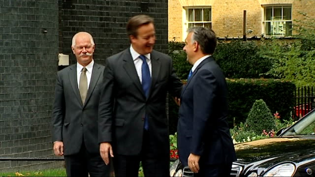 david cameron meets hungarian prime minister; england: london: downing street: ext victor orban arriving in motorcade / orban out of car and greeted... - cultura dell'europa dell'est video stock e b–roll