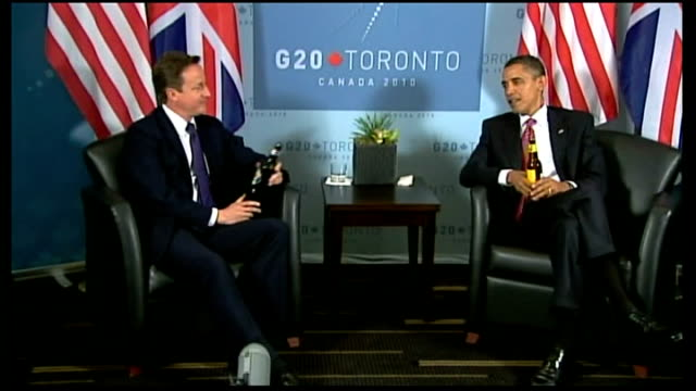 vidéos et rushes de david cameron official visit to america / bp lockerbie link; t27061009 canada: toronto: int david cameron mp and barack obama at photocall exchanging... - demi finale