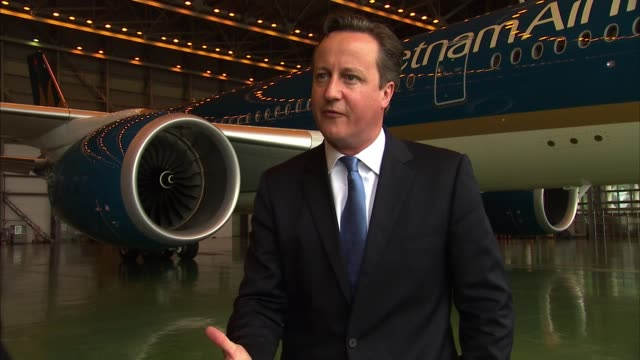 vidéos et rushes de david cameron pm visit; int david cameron mp interview on business opportunities in vietnam sot - prime minister