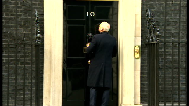 david cameron prepares for speech on europe; england: london: downing street: ext mps arriving at no.10 david cameron mp leaving for pmqs and into car - domande al primo ministro video stock e b–roll