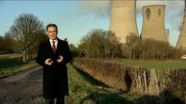 david cameron promotes shale gas offer to local councils reporter to camera - argillite video stock e b–roll