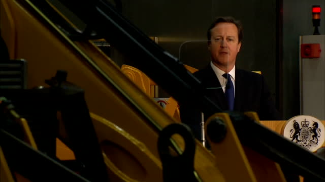 david cameron speech on immigration at jcb factory cutaways england staffordshire jcb factory int various shots of david cameron mp giving speech at... - david cameron politiker stock-videos und b-roll-filmmaterial
