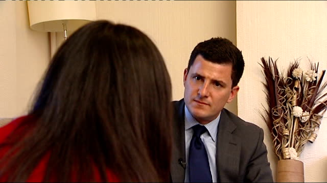 vidéos et rushes de david cameron uses speech to condemn forced marriages england int interview with jasmine sot - jasmin
