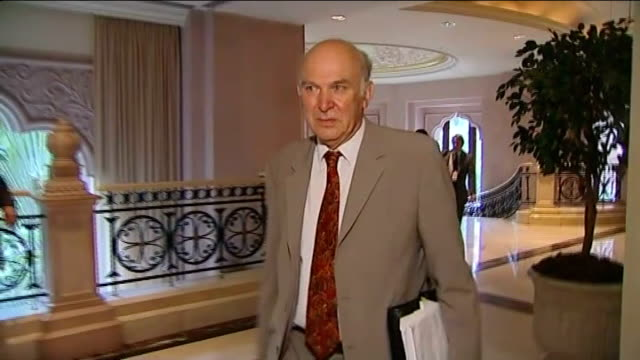 vidéos et rushes de david cameron visit ext reporter to camera setup shot of vince cable mp walking through hotel foyer vince cable mp interview sot i'm making the case... - personal perspective