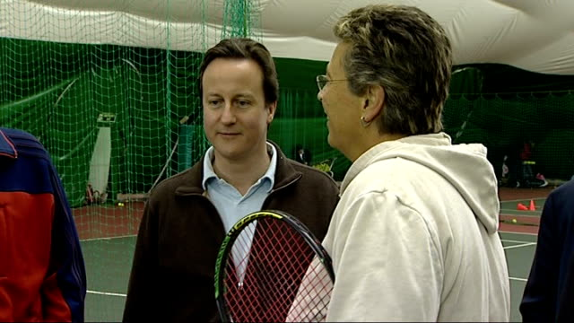 david cameron visits hazelwood ltsc chats with pupils plays tennis and interview cameron and hunt meeting woman who has been coached at the hazelwood... - backhand bildbanksvideor och videomaterial från bakom kulisserna
