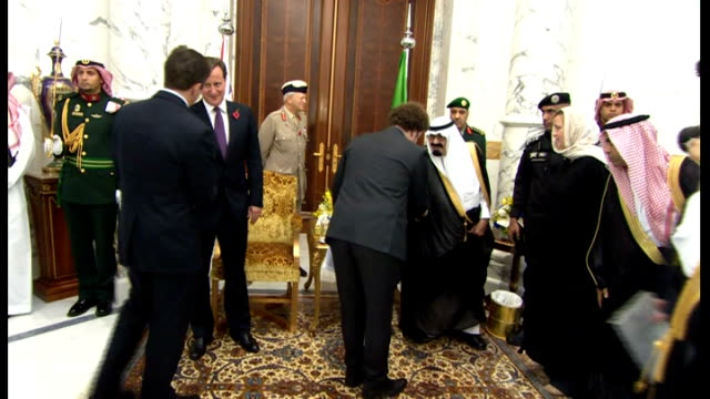 vídeos y material grabado en eventos de stock de david cameron visits jeddah; saudi arabia: jeddah: int david cameron mp and philip hammond mp greeting dignitaries / hammond sitting and listening... - jiddah