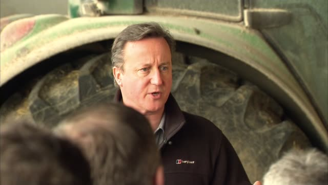 vidéos et rushes de david cameron visits northern ireland farm; sky pool northern ireland: nr ahoghill: johnston's dairy farm, ballybollan house: ext david cameron mp... - être à l'arrêt