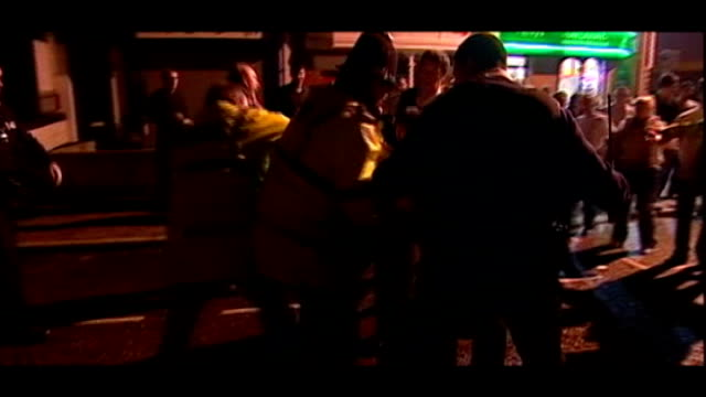 david cameron warned alcohol policy could be illegal t18011139 / tx ext / night police dealing with drunken and rowdy young people on street at night... - キャシー・ニューマン点の映像素材/bロール