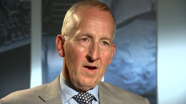 david cameron's libya war spurred growth of islamic state says mps' report int sir peter ricketts set up shots looking at report / interview sot - ラゲ オマール点の映像素材/bロール