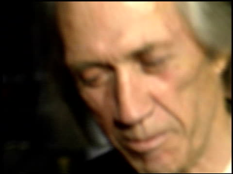 david carradine at the 'charlie's angels: full throttle' premiere at grauman's chinese theatre in hollywood, california on june 18, 2003. - マン・シアターズ点の映像素材/bロール