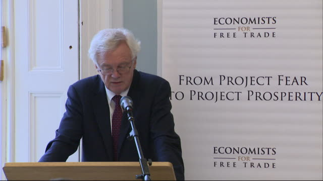 david davis saying people will hear hairraising stories and improbable forecasts in regards to brexit in an attempt to reverse the result of the eu... - バンク オブ イングランド点の映像素材/bロール