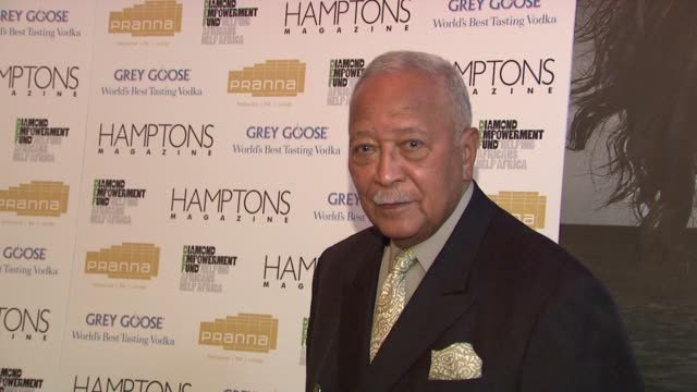 david dinkins at the serena williams hosts hamptons magazine cover party with grey goose at new york ny. - グレイグース点の映像素材/bロール