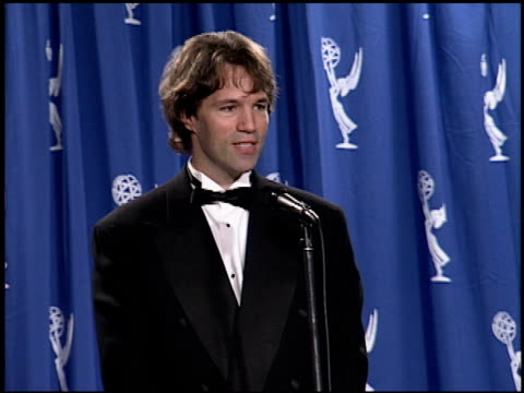 vídeos y material grabado en eventos de stock de david e kelley at the 1994 emmy awards press room at the pasadena civic auditorium in pasadena, california on september 11, 1994. - auditorio cívico de pasadena